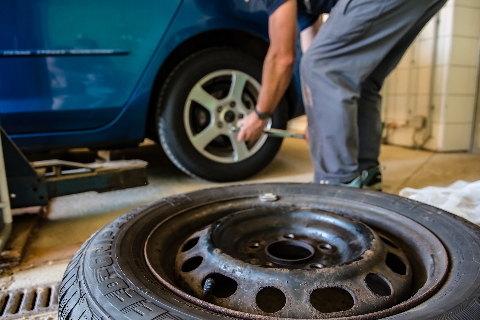 Changing a flat car tire